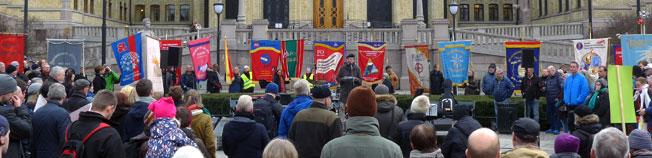 Fanemarkering for å forsvare AFP og offentlige pensjoner. Foto.